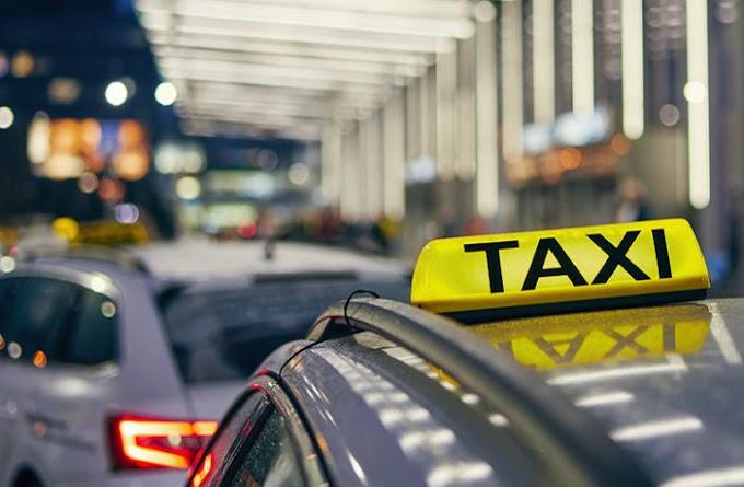 Betörte a taxi szélvédőjét az utas