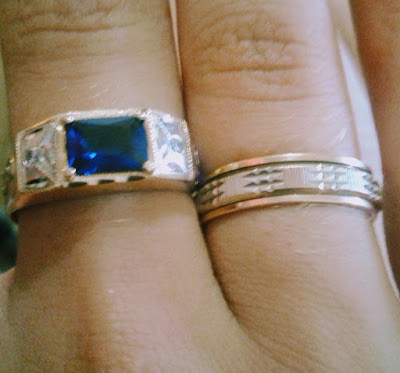 A foto mostra jóias caras as quais o dinheiro poderá comprar, mas a felicidade duradoura e paz não.