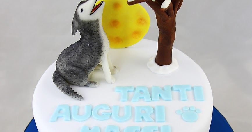 Torta in pasta di zucchero con cane Husky tridimensionale che ulula alla luna