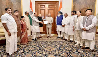 nda-delegation-handed-over-the-letter-to-kovind-in-support-of-modi