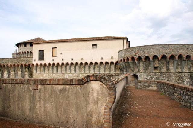 I camminamenti per raggiungere i torrioni della Fortezza Firmafede di Sarzana