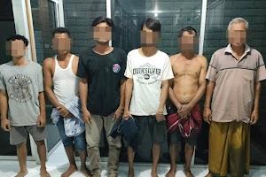6 warga Lombok Tengah diborgol saat asik main judi domino