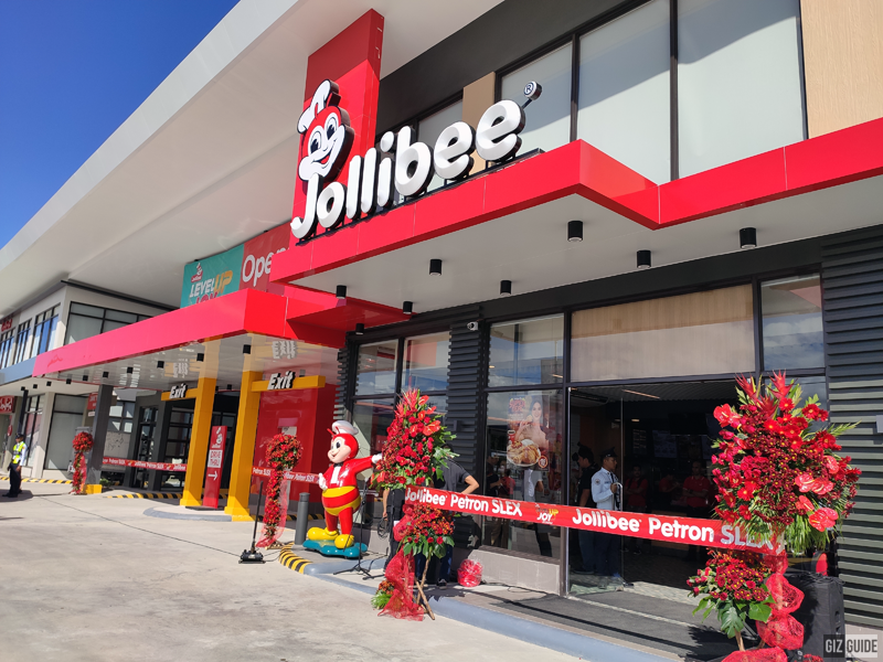 This 1,200th branch of Jollibee is located beside Petron SLEX