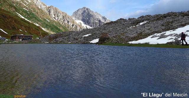 Lago en el Meicín en el Parque Natural de las Ubiñas-La Mesa