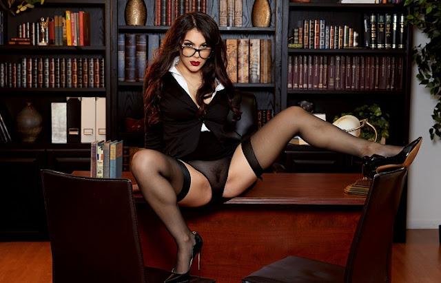 Valentina Nappi pussy pics