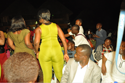 See How A Female Dancer In Abuja Night Club Torments Some Poor Men