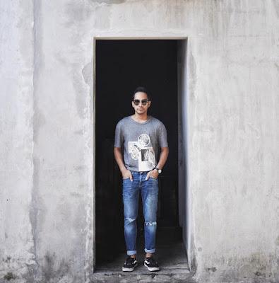 Rapped Jeans dan Kaos