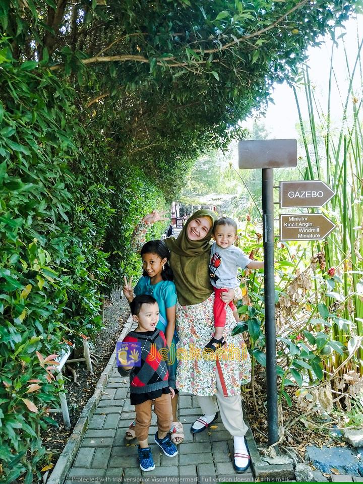 Wisata Ala Belanda di Kampoeng Tulip Bandung