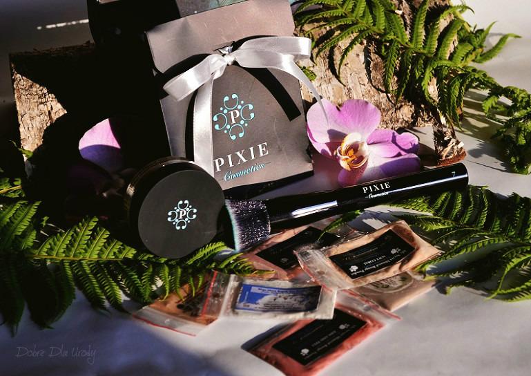 Pixie Cosmetics Podkład mineralny Minerals Love Botanicals oraz Pędzel do twarzy Flat Top Buffing Brush + próbki