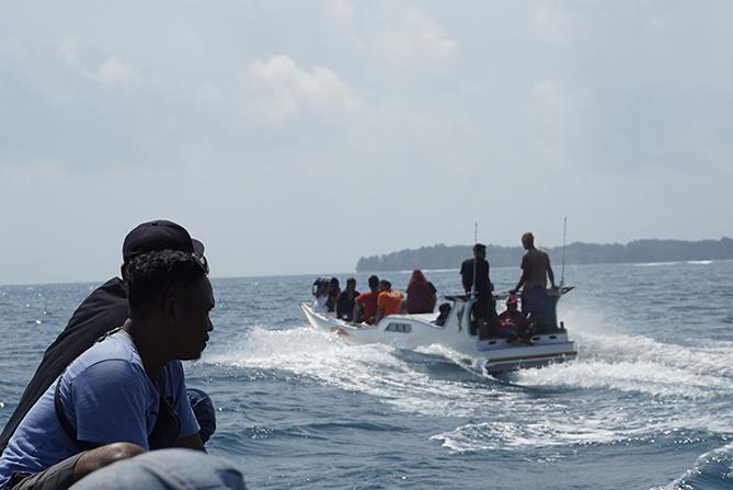 Dua kapal menuju Pulau Sintok Karimunjawa