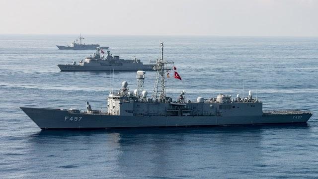 Οι Τούρκοι αποσύρουν πλοία και «κατεβάζουν» tweet που μίλαγε για έναρξη ερευνών