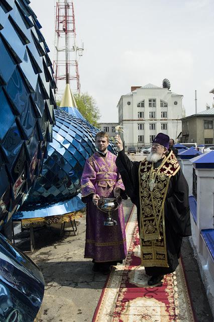Освящение куполов и крестов храма