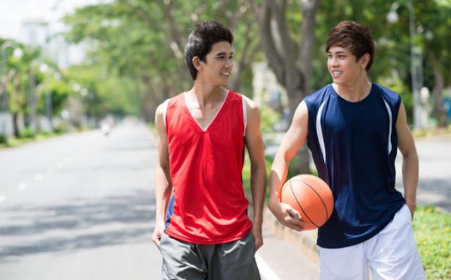 Berapa perbedaan tinggi badan antara usia 15 dan 20 tahun?