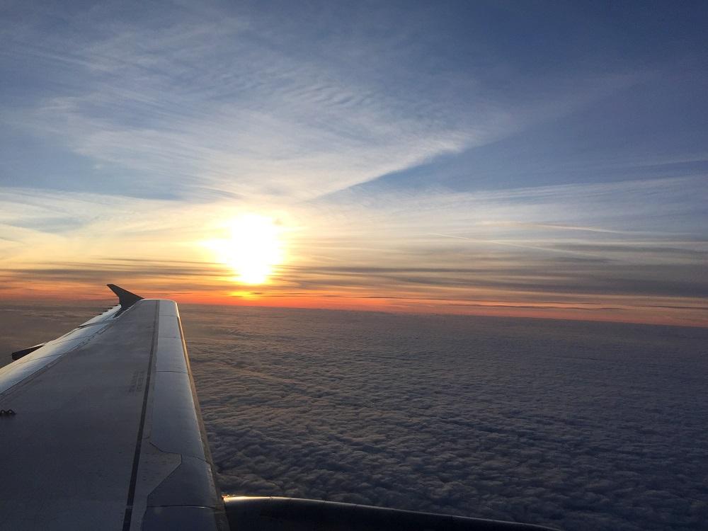 peexo fashion blog travel scotland flight sunset airplane