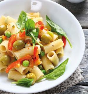 Ensalada saludable pasta espinacas