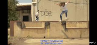 Lirik Lagu Tomboy Destiny Rogers (LILI's Film Cover) Serta Terjemahan Artinya