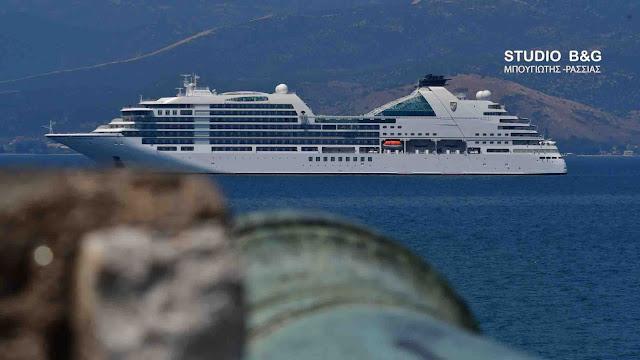To ολοκαίνουργιο παλάτι-κρουαζιερόπλοιο Seabourn Encore στο Ναύπλιο (βίντεο)