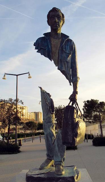 estátua viajantes