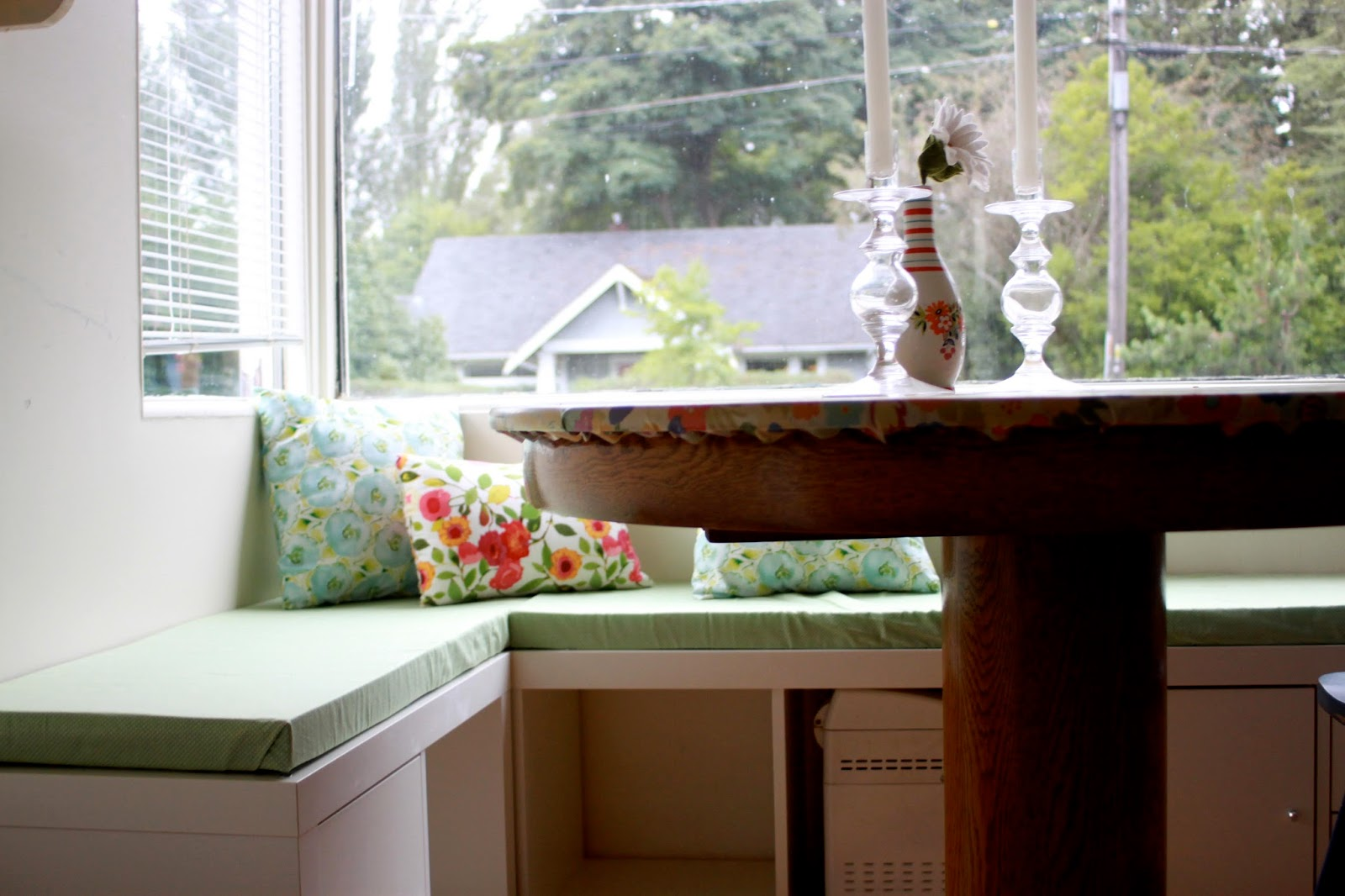Rouge Amp Whimsy Diy Banquette Seat With Ikea Expedit