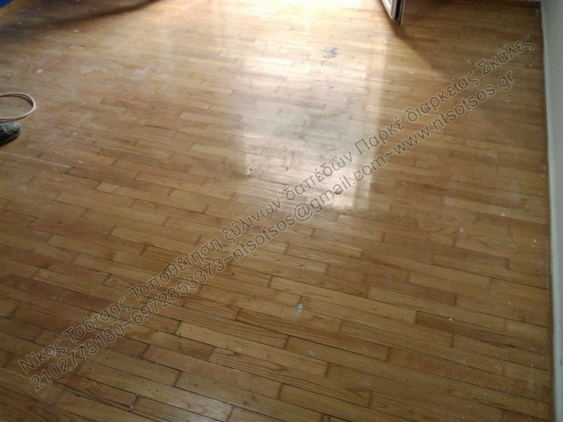 Βάψιμο σε ξύλινο πάτωμα σε καλή τιμή