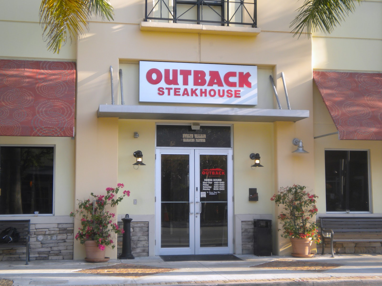 Jan 11,  · Outback Steakhouse History. Outback Steakhouse was founded in by Bob Basham, Chris T. Sullivan, Trudy Cooper, and Tim Gannon. Outback Steakhouse is an Australian-themed restaurant, with an emphasis on casual dining and large portions at affordable prices.