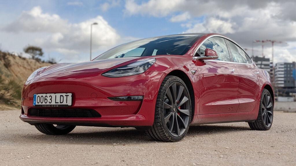 Tesla Model 3 rojo españa