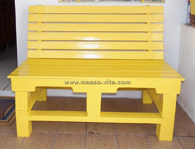 banco de pallets amarelo