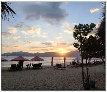 Pantai Pulau Merah Terbaru