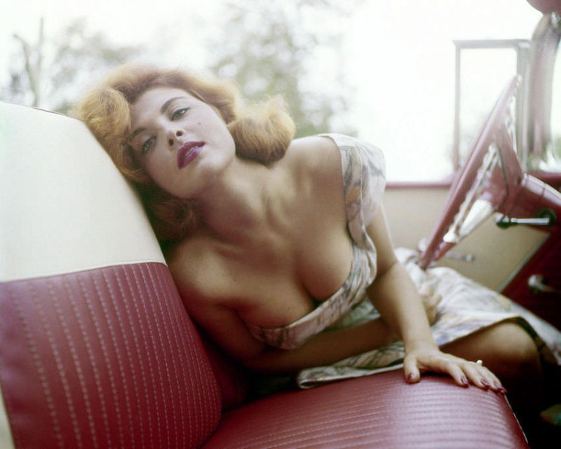 38 Stunning Color Photos of Tina Louise in the 1960s