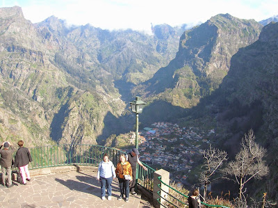 Mirador Curral das Freiras, Madeira, Portugal, La vuelta al mundo de Asun y Ricardo, round the world, mundoporlibre.com