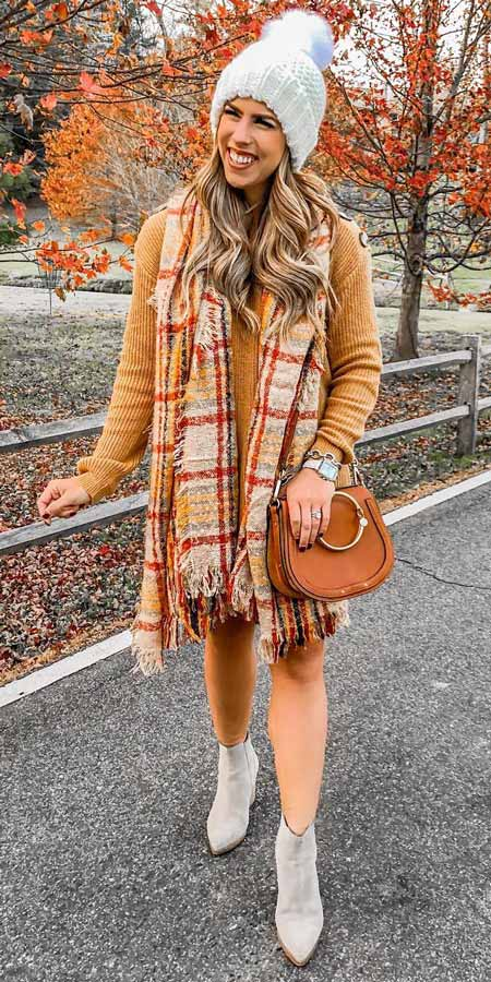 Free People beanie, Marc Fisher bootie | From knit sweaters to knit sweater dress, knit cardigan dress to knitting cardigan. There are so much to try in knitwear fashion. Here are 25 cute knit outfits ideas to wear. knitting clothes and knitted outfits via higiggle.com #sweaters #knit #outfits #style