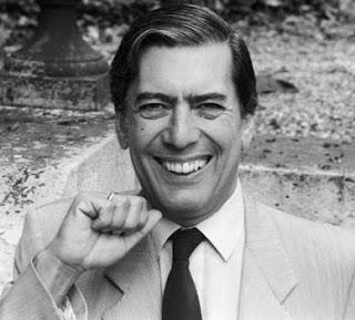 Foto de Mario Vargas Llosa en su juventud sonriendo