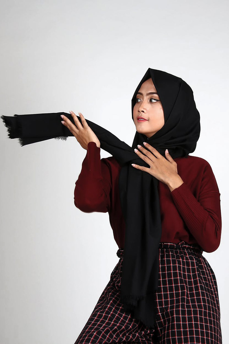 Foto studio model cewek hijab manis