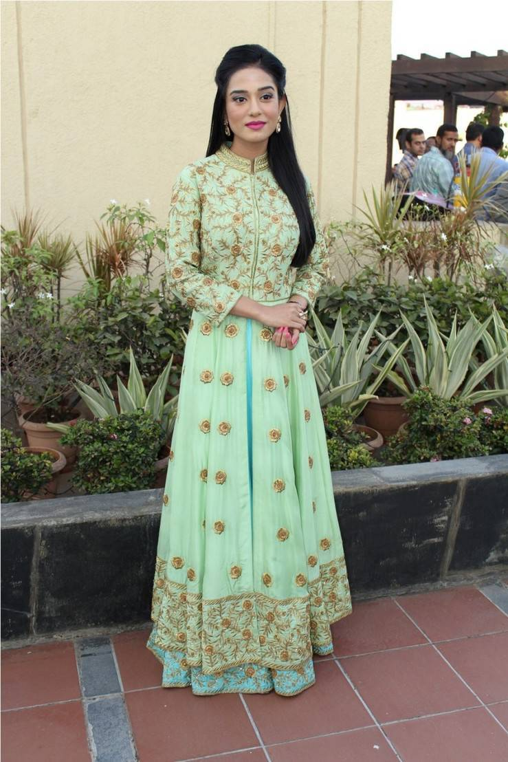 Bollywood Actress Amrita Rao Stills In Green Dress