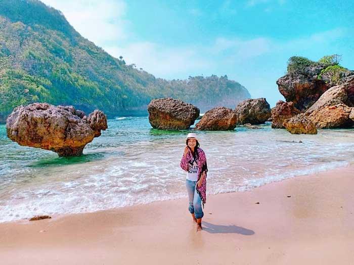 Pantai Watu Leter Malang Selatan