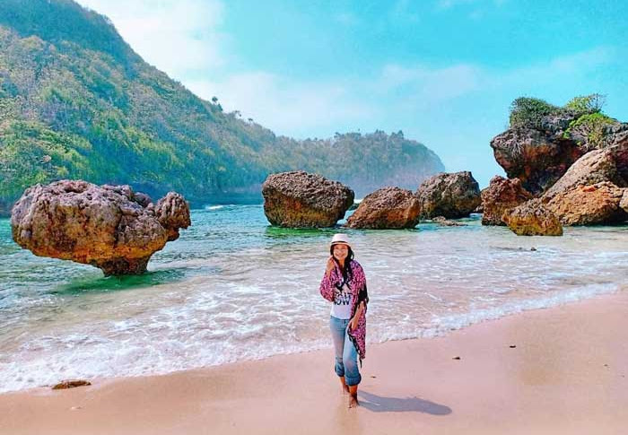 Pantai Watu Leter Malang - Fasilitas Wisata, Harga Tiket Masuk, Rute