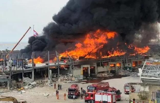 حريق في مرفأ بيروت بعد ما يقارب شهر من الانفجار الأخير