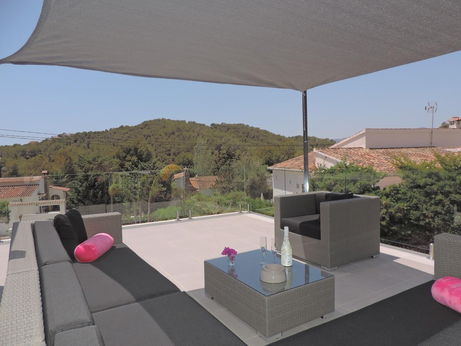 Arbrini Design Tuinmeubelen  Wat maakt je terras af  ? Een loungeset en ligbedden