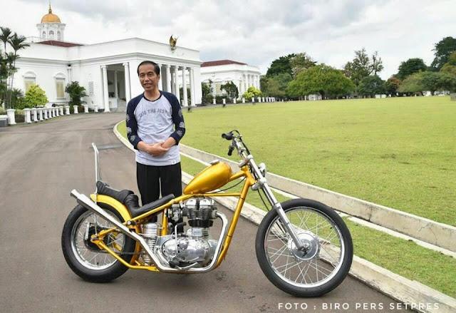 Presiden Jokowi Perlihatkan Motor Chopper Miliknya