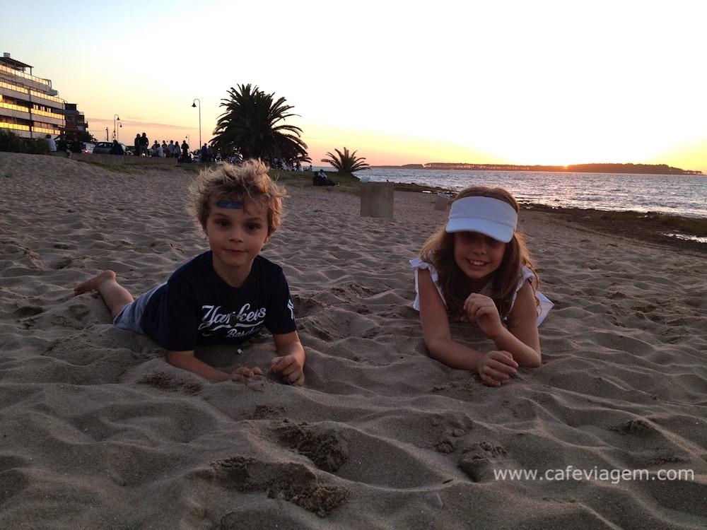 praias de Punta del Este com criancas