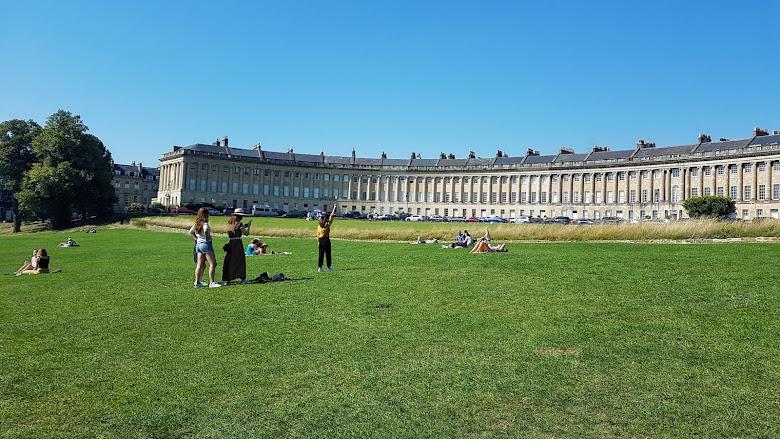 皇家新月樓外的大草皮