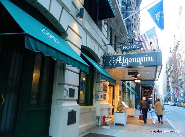 Detalhe da entrada do Hotel Algonquin, na 6ª Avenida, Nova York