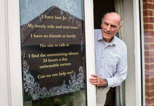 Touching! 75-year old who just lost his wife puts up sign saying he urgently needs a friend