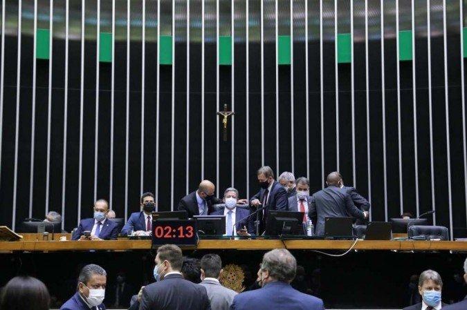 Senado derruba coligações partidárias