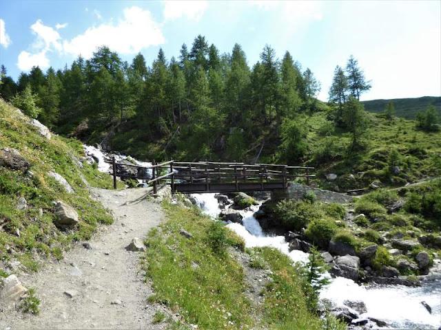 ponte in legno sul torrente malatrà
