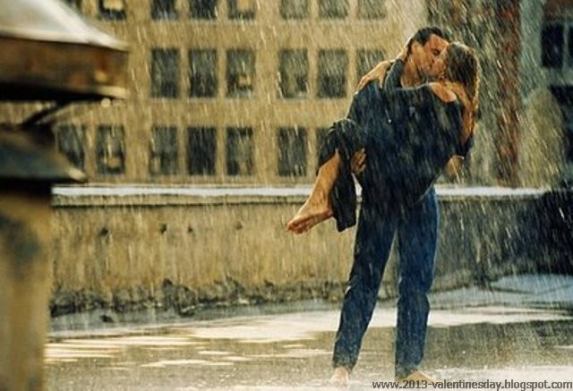 romantic-couple-kissing-in-rain-wallpaper