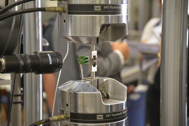 الفولاذ الفائق, super steel, تطوير نوع جديد من المعادن, تطوير معدن جديد, اكتشاف معن جديد ذو مرونة عاليه, اكتشاف معدن عالي القوة والمرونة, معدن فائق المرونة