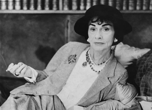 الكاهنة السامية للأزياء الراقية: إقتباسا شرسًا Coco Chanel