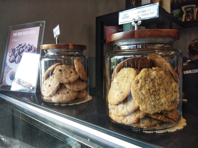 Oatmeal Walnut Chocolate Chip Cookie and Choco Chip Cookie
