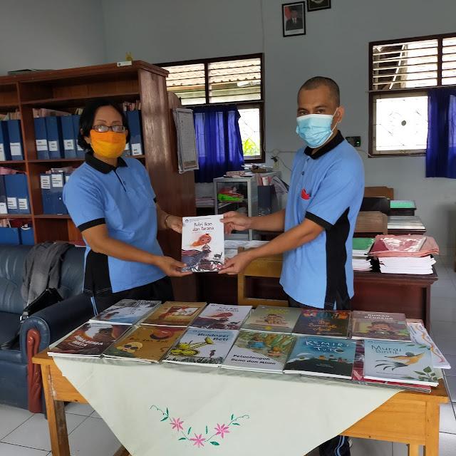 Bantuan buku SDN 6 Yehembang